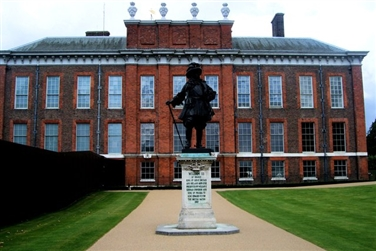 Kensington Palace Exterior and a black statue of King William 3rd on a plinth  in the foreground
