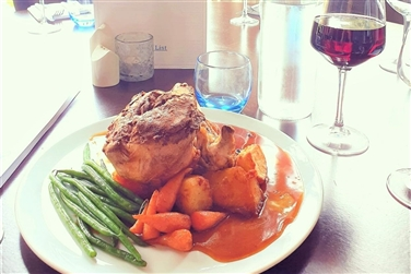 Image of a roast lunch at an eatery